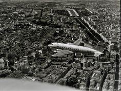 DC-4 Skymaster da T.A.P. sobre Lisboa (A. n/ id., 1955-60) Lisbon Airport, Portugal, Cidades Do Interior, City Photo, Classic, Fotografia, Derby, Classic Books