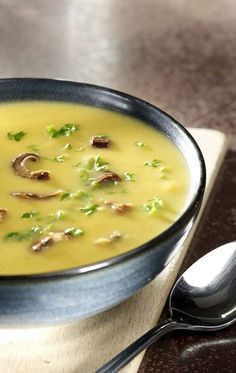 parsnip soup with porcini mushrooms Parsnip Soup, Deli Food, Salty Foods, Feel Good Food, Soup Kitchen, Bowl Of Soup, Soup And Sandwich, Recipe Details, Healthy Soup Recipes