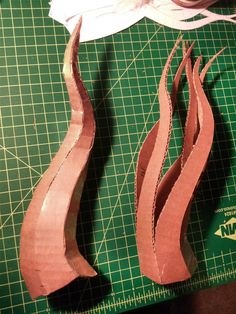 Helm and Horns took images into photoshop scaled and adjusted perspective print to scale based on 1 2 grid board Cosplay Horns, Cosplay Diy, Cosplay Wings, Cosplay Armor, Cosplay Dress, Diy Halloween Decorations, Halloween Diy, Halloween Makeup, Costume Tutorial