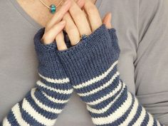Ravelry....FREE pattern ~ rayures pour des mitaines based on Rililie's Bisontine Mittens ~ knit in 5ply sport weight