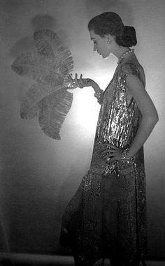 vintage-retro:    Dovima wearing Chanel, photographed by Cecil Beaton, 1953.