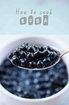 How to cook chewy boba pearls? The best way is to use instant pot to cook them. Chewy boba pearls only take for couple minutes! Boba Tea Recipe, Boba Pearls, Boba Drink, Bubble Milk Tea, Bubble Tea Tapioca Pearls, Cooking Bacon, Cooking Ribs, Tea Recipes, Easter Recipes