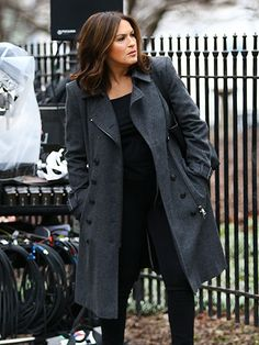 Star Tracks: Friday, February 26, 2016 | SERIOUS BUSINESS | The drama! A stoic Mariska Hargitay films a scene for Law and Order: SVU in New York City on Thursday.