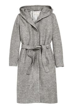 Hooded wool-blend coat: Long coat in bouclé made from a wool blend with a lined hood, side pockets and a tie belt. Lined.