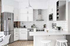 u shaped kitchen with corner pantry Corner Kitchen Pantry, Kitchen Dining, Kitchen Decor, Small Open Kitchens, U Shaped Kitchen, Studio Apartment Decorating, Herd, Cuisines Design, White Decor