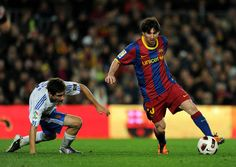 Lionel Messi Photos - Lionel Messi of FC Barcelona runs with the ball during the La Liga match between FC Barcelona and Malaga at Nou Camp on January 2011 in Barcelona, Spain. Barcelona won - Barcelona v Malaga - La Liga Barcelona Jerseys, Fc Barcelona, Real Madrid Atletico, Mary Lou Retton, Messi Argentina, Argentina National Team, Messi Photos, National Football Teams, Soccer Stars