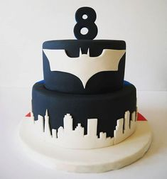 Batman vs Superman. 1 cake, 2 sides! #batman #batmanvsuperman #8 #fondant #cake #skyline #yum #dccomics #superhero #blackandwhite #thecakelab