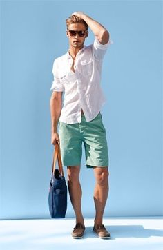 Perfect summer outfit: \with a simple white linen shirt and shades. Like the mint shorts too Guy Fashion, Look Fashion, Fashion 2015, Fashion Gallery, Mens Fashion Shorts, Fashion Outfits, Fashion Shoes, Nail Fashion, Fashion Wear