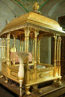 The Hindu : Karnataka / Mysore News : Balarama to carry the golden howdah Royal Furniture, Gold Furniture, Colonial Furniture, Indian Furniture, Garden Furniture, Mysore Dasara, Mysore Palace, Royal Throne, Pooja Room Door Design