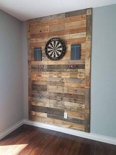 Palettenwand Playroom ideas Rustic dart board made of pallet wood The Many Faces Garage Game Rooms, Game Room Basement, Man Cave Basement, Rustic Basement Bar, Garage Bar, Barn Board Wall, Dart Board Backboard, Barn Boards, Game Room Bar
