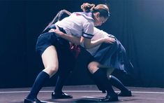 相撲の技ってこんなにあるの!? 女子高生の本気相撲が勉強になる