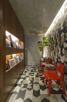 Estúdio SB (Tabapuã 627) / Estúdio SB Arquitetura @estudio_sb #recepcion #wall…