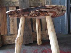Nuß Holz Hocker Schemel Tripod Dreibein von made_4_yu auf DaWanda.com