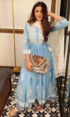 Blouse Design Catalogue For Best Fancy design Blouse Design Pakistani Fashion Casual, Indian Fashion Dresses, Dress Indian Style, Pakistani Outfits, Bollywood Fashion, Bollywood Style, Dress Style Pakistani, Pakistani Clothing, Asian Fashion