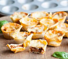 Little lasagne bites make a perfect dish for little hands Full of yummy goodness your baby will loveBaby Led Feeding Healthy Homemade Baby Food Recipes Click the image for more info. Cheap Clean Eating, Clean Eating Snacks, Eating Healthy, Healthy Food, Baby Led Weaning, Snacks Sains, Healthy Sweet Snacks, Baby Eating, Dairy Free Options