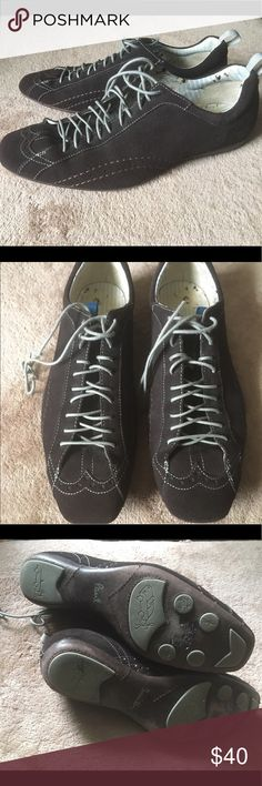 Men's Paul smith brown suede sneakers Gently worn brown Paul smith suede lace up sneakers. Number inside says 6..but they fit like men's 7 1/2-8 Paul Smith Shoes Sneakers