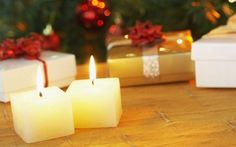 Awesome Easy Christmas Candle Displays are approaching for the holiday season to decorate your house with the trendiest Christmas decorations. Every single year Diwali Gift Items, Diwali Gifts, Happy Diwali, Merry Christmas And Happy New Year, Simple Christmas, Floating Candles, Pillar Candles, Christmas Candles, Christmas Decorations