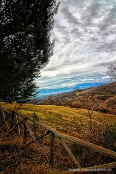 Tricks And Tips On How To Get Great Looking Photos. Make the most of your natural photographic talents. Landscape Photos, Landscape Photography, Digital Photography, Siena Toscana, Places To Travel, Places To See, Wonderful Places, Beautiful Places, Umbria Italy