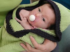 Hoodie Baby Blanket, free pattern with several variations, by QueenieVonSugarpants - I have a pattern for one of these somewhere.I'm really bad at finishing knitting projects, though. Knit Or Crochet, Crochet For Kids, Crochet Baby, Afghan Crochet, Knitting For Kids, Knitting Projects, Knitting Ideas, Knitting Patterns Free, Free Pattern