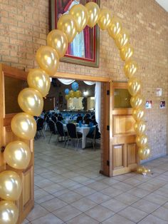 Balloon gift and balloon decorating experts - Delivery Australia wide Pearl Decorations, Graduation Decorations, Balloon Decorations, Balloon Ideas, Qualatex Balloons, Gold Balloons, Ballon Arch, Balloon Tower, Great Gatsby Party