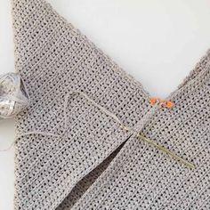 Beginner Crochet Tote Bag – Free Modern Pattern for Spring + Summer - Kostenlos Basic Crochet Stitches, Crochet Basics, Crochet For Beginners, Thread Crochet, Crochet Crafts, Beginner Crochet, Crochet Simple, Free Crochet Bag, Crochet Market Bag