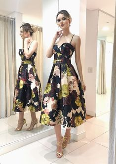 Source by fabiiarmas abiti Western Gown, Style Rock, Quoi Porter, Girl Fashion, Fashion Outfits, Sequin Party Dress, Elegant Outfit, Holiday Fashion, Dream Dress