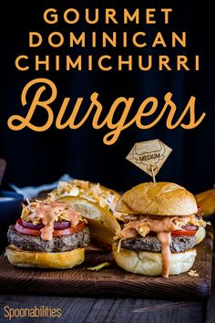 Dominican Chimichurri Hamburger is traditional Dominican street food. Grilled burgers specially made with ground short ribs, beef chuck & beef brisket. Lamb Recipes, Wrap Recipes, Burger Recipes, Cooking Recipes, Gourmet Burgers, Beef Burgers, Dominican Food, Dominican Recipes, Pink Sauce