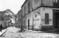 Calle típica del barrio de Tacubaya. Foto tomada probablemente a mediados de los años 20's.