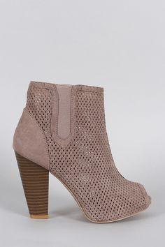 c002f1c73d16 Qupid Perforated Suede Peep Toe Chunky Heeled Booties Sko Sandaler