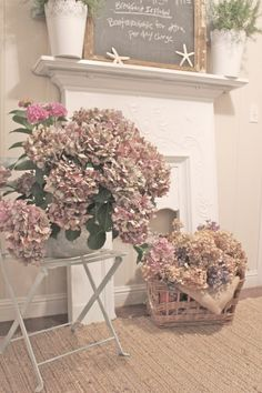 Shabby Chic Pink Paint Styles and Decors to Apply in Your Home – Shabby Chic Home Interiors Shabby Chic Blog, Shabby Chic Crafts, Shabby Chic Pink, Shabby Chic Homes, Flowers Nature, Pink Flowers, Shabby Chic Fireplace, Doors And Floors, Fruit Arrangements