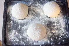 Aluat de pizza – IONEL TARNOVESKI Bread Recipes, Cooking Recipes, Pita, Hamburger, Food And Drink, Healthy Eating, Romanian Food, Healthy Food, Deserts