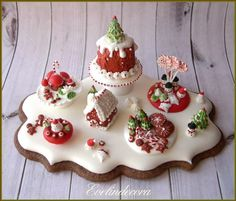 Royal icing cookie: Christmas miniature  by Evelindecora