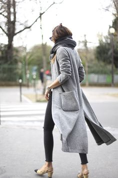 Maxi coats are making a return to front line fashion in a big way this year! This slit detailed grey overcoat looks effortlessly stylish worn with skinny black jeans and a matching grey marl scarf. Via Silvia Garcia. Coat: Zara, Jeans: Anine Bing, Bag: Lancaster, Shoes: Chanel, Scarf: Sézane, T-shirt: À Bicyclette.
