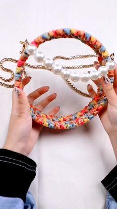 Diy Crochet Bag, Crochet Bag Tutorials, Crochet Basket Pattern, Crochet Clothes, Diy Handbag, Diy Purse, Beaded Bags, Beaded Jewelry, Pochette Diy