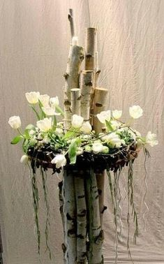 Arrangement with tulips and birches - Floral Garden Ideas Art Floral, Deco Floral, Ikebana, Flower Decorations, Wedding Decorations, Christmas Decorations, Spring Decoration, Fleur Design, Deco Nature