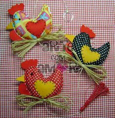 Mbile galinhas ( Arte com Amor ) Tags: mobile galinha sala porta feltro cozinha presente galo tecido cordo mbile enfeite Bird Crafts, Easter Crafts, Diy And Crafts, Chicken Crafts, Chicken Art, Kids Christmas, Christmas Crafts, Christmas Ornaments, Sewing Crafts