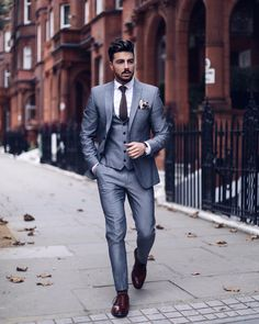 Dashing Formal Outfit Ideas for Stylish Men 23 Costume Gris, Moda Formal, Style Masculin, Look Man, Mens Fashion Suits, Mens Suits, Men's Fashion, Fashion Boots, Winter Fashion