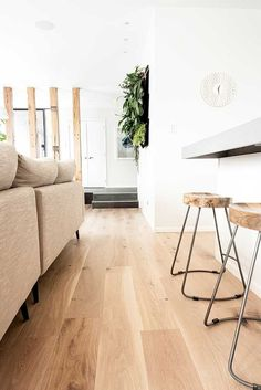 Inspiring ideas for light wood floors - Wood Design - Flooring Decor Living Room Wood Floor, Living Room Flooring, Kitchen Flooring, Living Rooms, Kitchen Living, Kitchen Wood, Kitchen Ideas, Kitchen Layouts, Concrete Kitchen