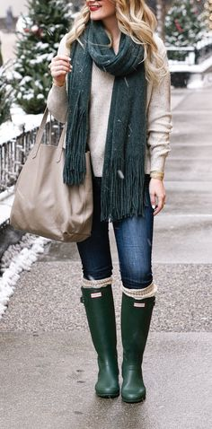 Jewelry and a Cozy Winter Outfit Green Hunter Boots and a jewel toned fringe scarf. Pave Jewelry and a Cozy Winter Outfit. Visions of VogueGreen Hunter Boots and a jewel toned fringe scarf. Pave Jewelry and a Cozy Winter Outfit. Visions of Vogue Green Hunter Boots, Hunter Boots Outfit, Hunter Rain Boots, Outfits With Rain Boots, Green Boots, Womens Boots Outfits, Hunter Winter Boots, Green Wellies, Hunter Boots Socks