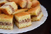 Prajitura turnata cu mere si nuci Cornbread, Biscuit, Cheesecake, Food And Drink, Sweets, Ethnic Recipes, Desserts, Millet Bread, Tailgate Desserts