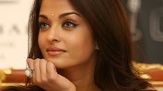 aishwarya-rai-diamond-bindi.jpg (1600×900)