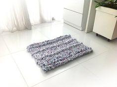 Super chunky hand knit rug recycled tshirt yarn by VeroGOBET