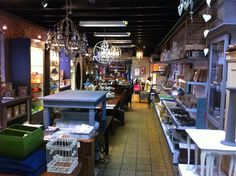#atelier #lavivere #zoetermeer #dorpsstraat #hobby #hobbymateriaal #workshops #hightea #haakcafe #brocante #vintage #restyle #meubels #lampen #lampeberger https://www.facebook.com/Atelier-La-Vivere-585456594966390/?fref=ts
