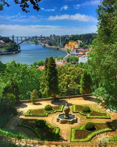 Point de vue sur le Douro du superbe jardin du Palais de Crystal tout en haut de Porto !  Plus de photos et tous nos conseils et coups de coeur pour 3 jours à Porto sur le blog !