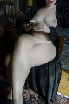 Болельщицы онлайн порно что делают женщины на банкете под столом
