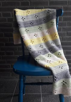 Funky fifties crochet blanket, a crohet baby blanket | Happy in Red