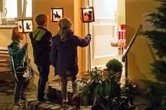Sonne, Mond und Sterne… A 'Sankt Martin's Tag' lantern parade is a beloved tradition for children in Germany. Saint Martin's Day is celebrated on Nov… St Martin Of Tours, Martin S, Lanterns, Germany, Culture, History, Halloween, Celebrities, Image
