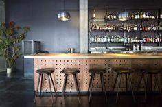 #hanglamp - Geribbelde, chroom kappen voor boven de bar. Stoer en door de chroom kleur overal toepasbaar.