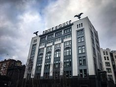 The Eagle has landed. Creative Architecture, London Calling, Sky High, Cool Pictures, Multi Story Building, Eagle, Explore, Tv, Eagles