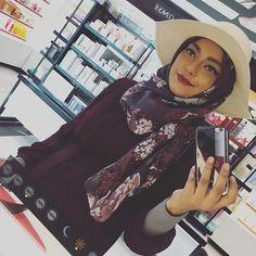 Hehe you don't need a #bathroomselfie if your in @sephora #hotd #hijab #hijabi #hijabstyle #hijabfashion #hijabinspiration #modest #modestfashion #tuban #ootd #beauty #blogger #instagood #instalove #instadaily #instagallery #love #muslim #makeup #elle #vogue #dinatokio #spring #springfashion